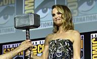Thor: Love and Thunder: Namakaná Natalie Portman na prvních fotkách | Fandíme filmu