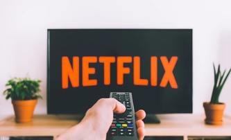 Češi letos na Netflixu preferovali dramata, komedie a akčňáky | Fandíme filmu