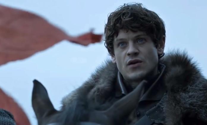 Hra o trůny: Představitel Ramsayho Boltona vzpomíná na nejhorší den natáčení | Fandíme seriálům