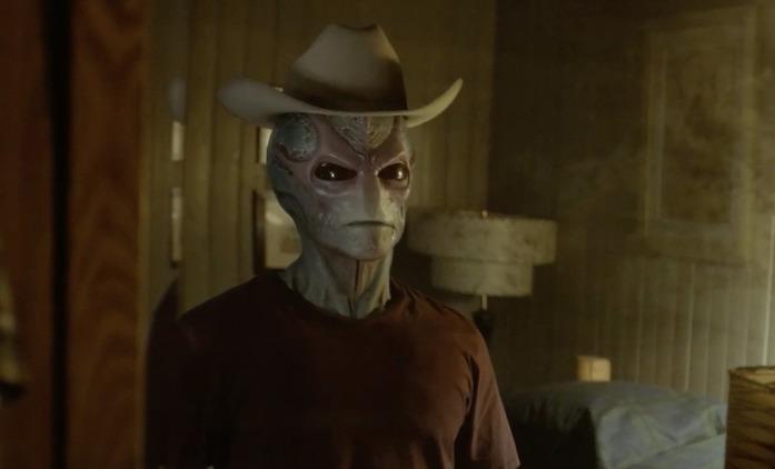 Resident Alien: Alan Tudyk je mimozemšťan v přestrojení, mrkněte na trailer   Fandíme seriálům