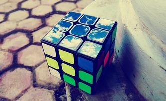 Rubikova kostka: Vzniká celovečerní film o ikonickém hlavolamu | Fandíme filmu
