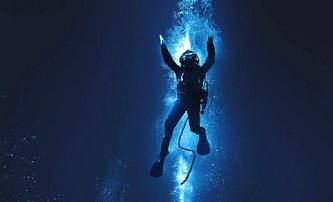 Bleskovky: Život ohrožující potápění vyvolá filmový zápas o život | Fandíme filmu
