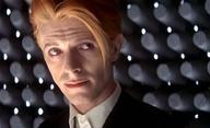 Muž, který spadl na Zemi: Po kultovním celovečeráku s Davidem Bowiem je na řadě seriál | Fandíme filmu