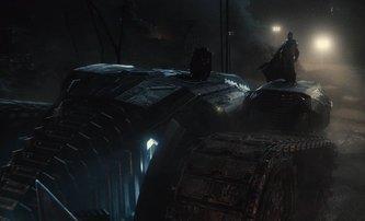 Bleskovky: Batmanův tank a Superman v černém v nových ukázkách Justice League | Fandíme filmu