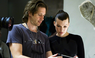 V pustinách: Duo stojící za Resident Evil zfilmuje fantasy od autora Hry o trůny | Fandíme filmu