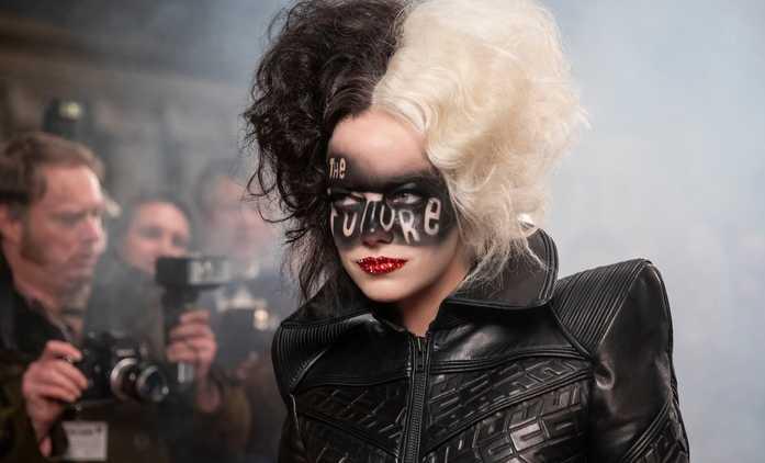 Cruella: Rebelující Emma Stone si v punkrockovém stylu podmaňuje Londýn | Fandíme filmu