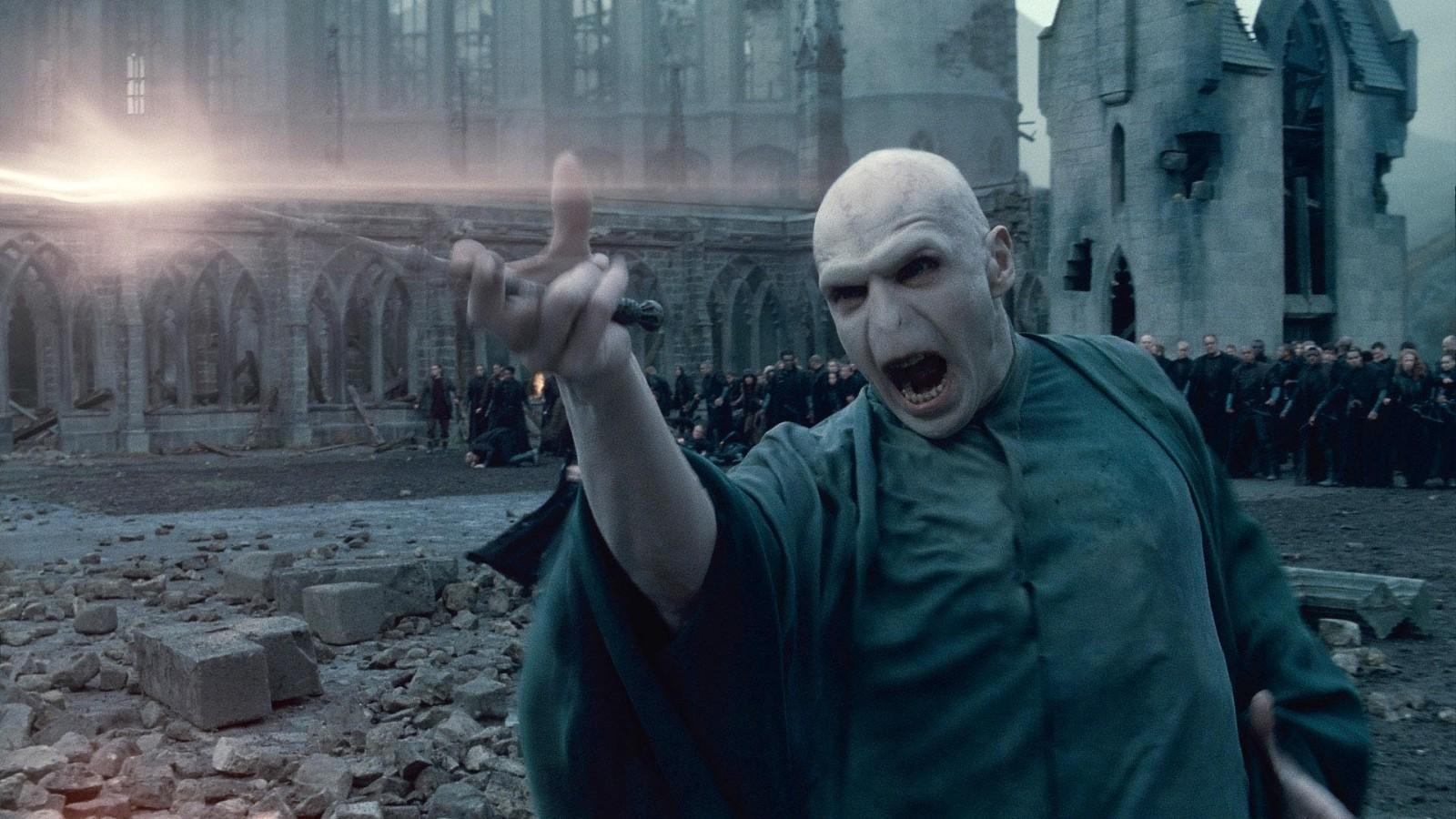 Harry Potter: Představitel Voldemorta nechápe jedovatost, s jakou lidé odsuzují J.K. Rowling   Fandíme filmu