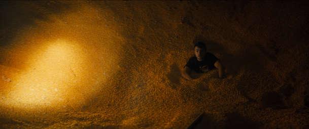 Silo: V klaustrofobickém dramatu se mladík pomalu dusí v sýpce | Fandíme filmu