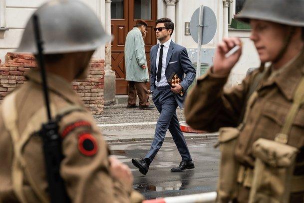 Spy City: Špionážní thriller natáčený v Česku se představuje ve stylové upoutávce   Fandíme serialům