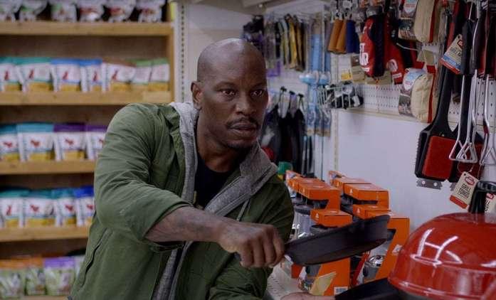 Rogue Hostage: Tyrese Gibson si v samošce hraje na Smrtonosnou past | Fandíme filmu