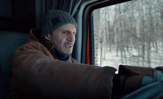 The Ice Road: Liam Neeson je ten nejhustší řidič kamionu pod sluncem | Fandíme filmu
