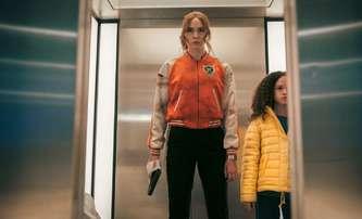 Gunpowder Milkshake: Karen Gillain jako hodně stylová vražedkyně | Fandíme filmu