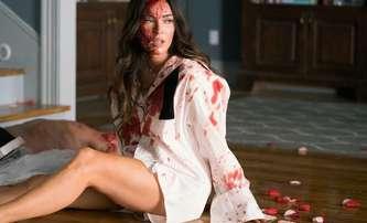 Till Death: Megan Fox je připoutaná k mrtvému manželovi – 1. trailer | Fandíme filmu