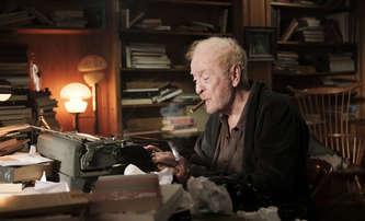 Bestsellery: Pusťte si upoutávku filmu, se kterým Michael Caine přijel do Varů | Fandíme filmu