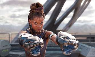Black Panther 2: Po pokažené akci byla představitelka Shuri převezena do nemocnice   Fandíme filmu