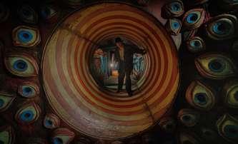 Ulička přízraků: Krvavý cirkus Guillerma Del Tora v 1. traileru | Fandíme filmu
