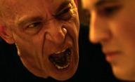 The Woods: J.K. Simmons jako psychopatický zabiják loví v lese puberťačku   Fandíme filmu