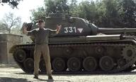 Video: Arnold drtí věci svým tankem | Fandíme filmu