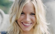 American Sniper: Půvabná Sienna Miller na palubě | Fandíme filmu