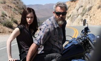 Ve jménu krve: Trailer na opěvovanou akční podívanou s Melem Gibsonem | Fandíme filmu