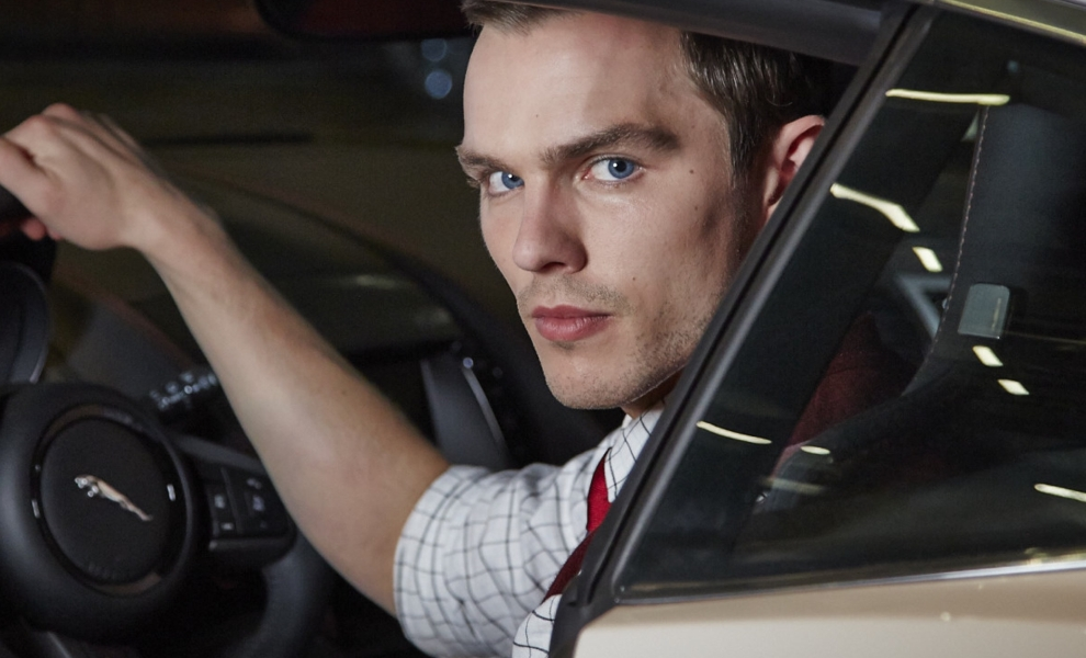 Collide: Nicholas Hoult za volantem ve stylu Kobry 11 | Fandíme filmu