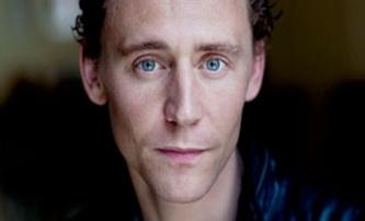 Crimson Peak: Cumberbatche střídá Tom Hiddleston | Fandíme filmu
