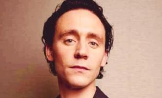 Loki jako pornobaron   Fandíme filmu