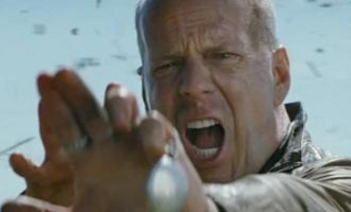 Looper: Bruce Willis musí zabít sám sebe | Fandíme filmu