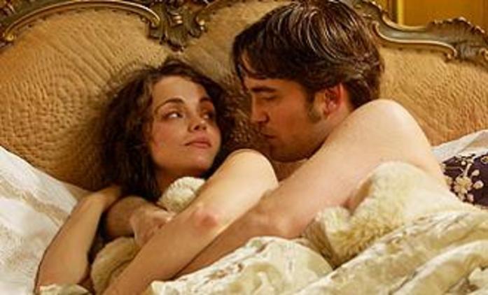 Miláček: Robert Pattinson na vášnivých fotografiích | Fandíme filmu