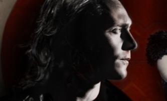 Only Lovers Left Alive: Tom Hiddleston jako upír   Fandíme filmu