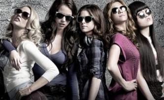 Pitch Perfect: Glee bez much na filmovém plátně | Fandíme filmu