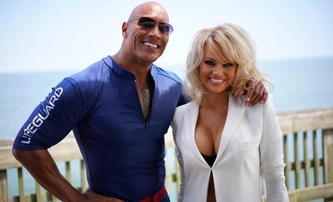 Pobřežní hlídka: Pamela Anderson jde do plavek | Fandíme filmu