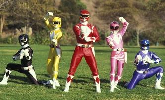 Power Rangers: První fotka Elizabeth Banks v kostýmu | Fandíme filmu