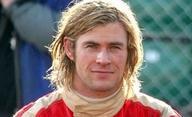 Rush: Chris Hemsworth jako závodník na prvních fotkách | Fandíme filmu
