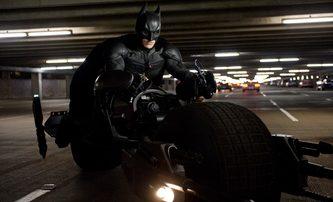 The Flash: První fotky Batmana na motorce | Fandíme filmu