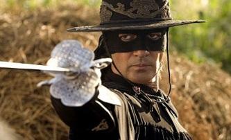 Gael Garcia Bernel jako Zorro z budoucnosti   Fandíme filmu