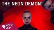 The Neon Demon - Movie Clip (What's it Feel Like)   Fandíme filmu
